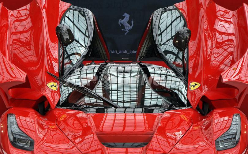【写真特集】新型ハイブリッド車「ラ・フェラーリ」、パリに登場