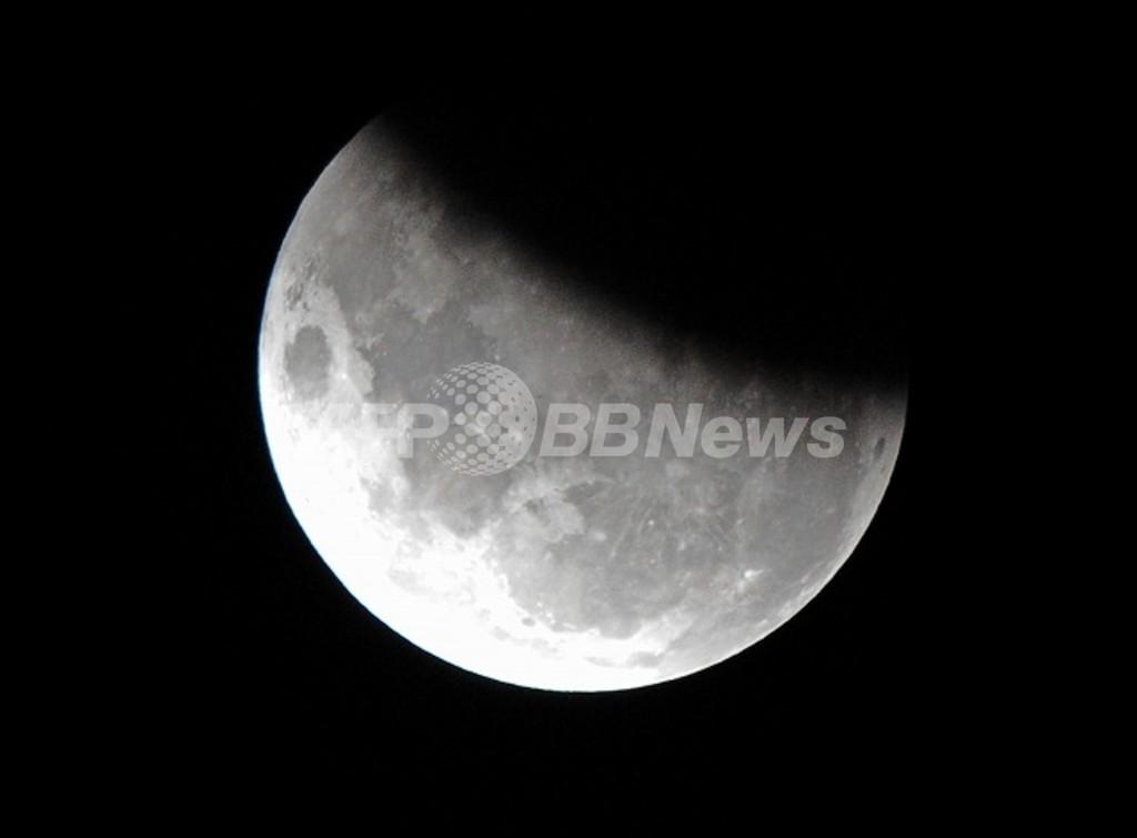 月の誕生、「巨大隕石衝突説」に裏付けか 英科学誌ネイチャー