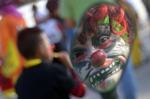 エルサルバドルで「笑いの祭典」、中南米の道化師大集合