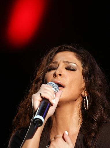 レバノン人歌手のエリッサ、アルジェでラマダンを祝う音楽イベントに登場