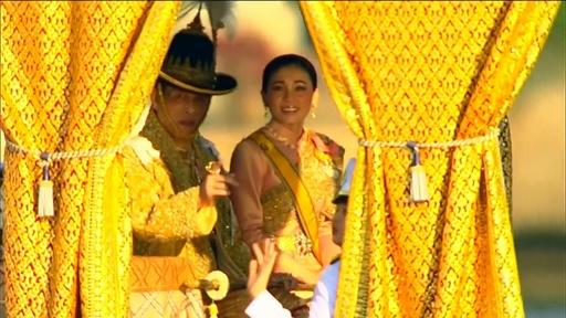 動画:タイ国王が水上パレード、戴冠祝う最後の行事に市民が歓声