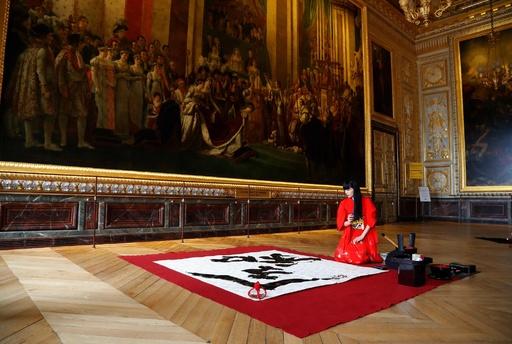 ベルサイユ宮殿で「令和」の書 即位の礼を祝福