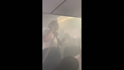 動画:英ブリティッシュ・エアウェイズの機内に煙、混乱する乗客たちの映像