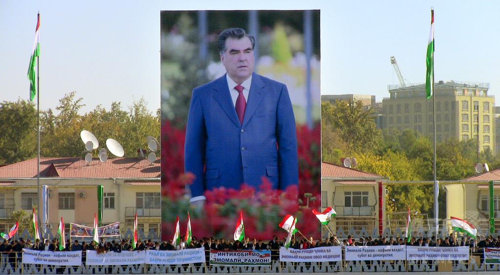 「理解不能」な言葉使った記者に罰金、タジキスタン