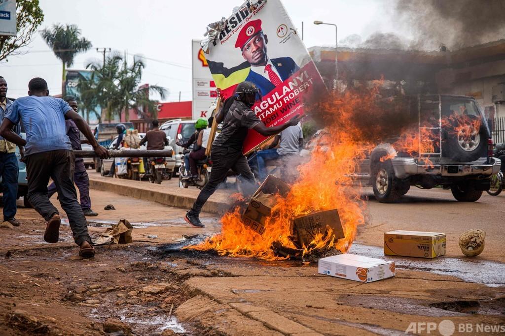 ウガンダで警察とデモ隊衝突、37人死亡 大統領候補の逮捕に抗議