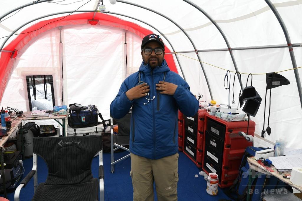 世界一高所の緊急救命室、エベレスト登山者らの救助に奮闘