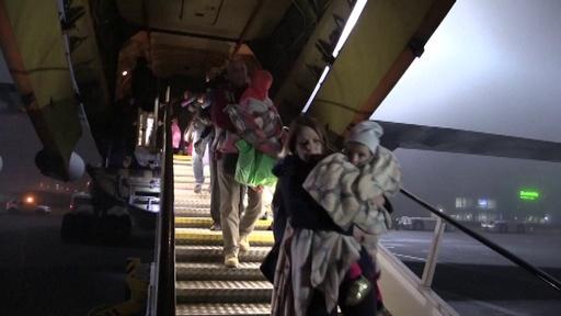 動画:IS構成員の子ども32人、リスク指摘される中イラクからロシアに到着