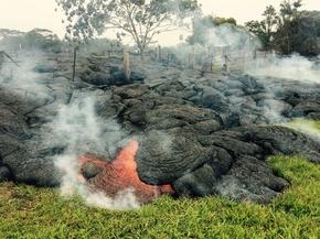 ハワイ・キラウエア火山の溶岩が住宅に接近、住民に避難勧告