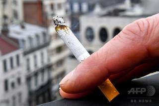 仏、毎日たばこを吸う人が100万人減少 17年調査 増税など効果