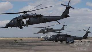 イラクで米軍ヘリが墜落、兵士7人死亡