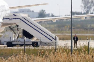エジプト機ハイジャック犯を逮捕、犯人は「心理的に不安定」 当局