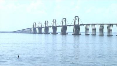 動画:イタリア崩落橋の「双子橋」に懸念、南米ベネズエラ 20年以上メンテなし
