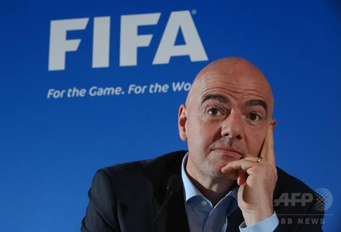 FIFAがビデオ判定を試験導入へ、新会長は「歴史的決断」