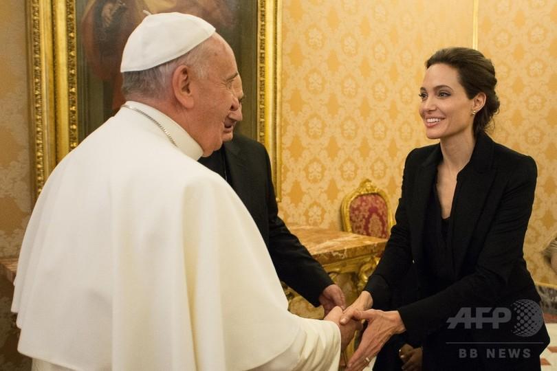 A・ジョリーさん、バチカンでローマ法王に謁見