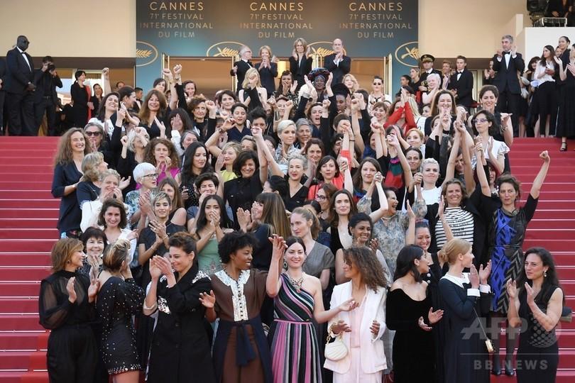 カンヌ映画祭のレッドカーペットに女性82人集結 映画業界の平等訴え