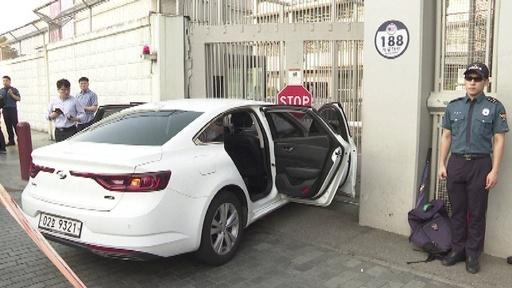 動画:在韓米大使館に車が突っ込む、男を逮捕 カセットボンベ積載