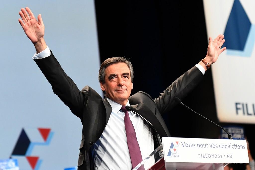 仏大統領選の有力候補赤っ恥、パンフで東西分断ドイツの地図使用