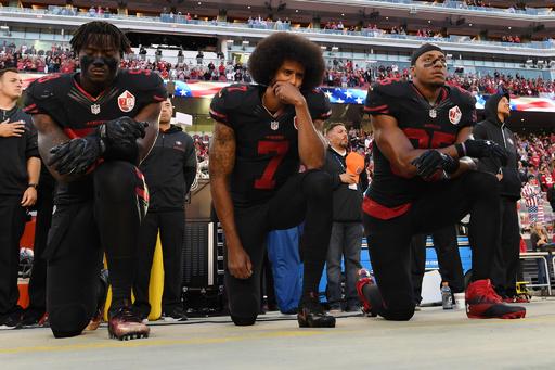 NFL、国歌演奏時の起立義務化 更衣室での待機は許可