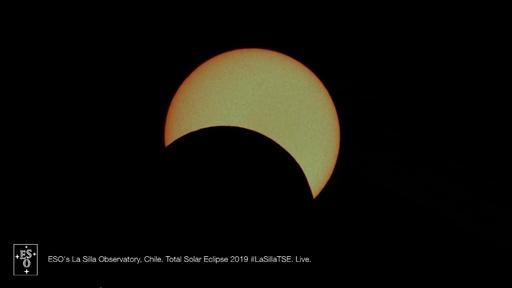 動画:南米チリやアルゼンチンなどで皆既日食、天文ショーに観光客集う 瞬間の映像