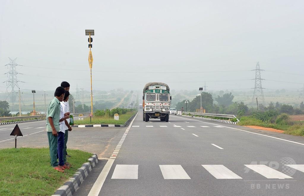 インド「殺人道路」の村、働き盛りの男性は1人だけに