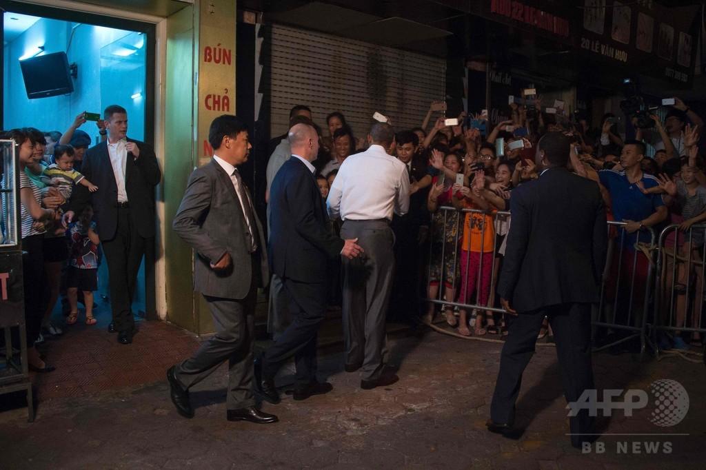 オバマ米大統領、街中のつけ麺に舌鼓で店主仰天 ベトナム