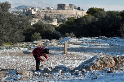 ギリシャ各地で異例の寒波、北部で氷点下23度 首都アテネでも積雪