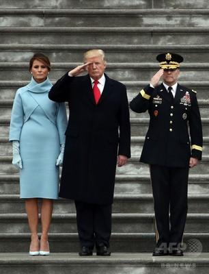 閲兵するドナルド・トランプ大統領