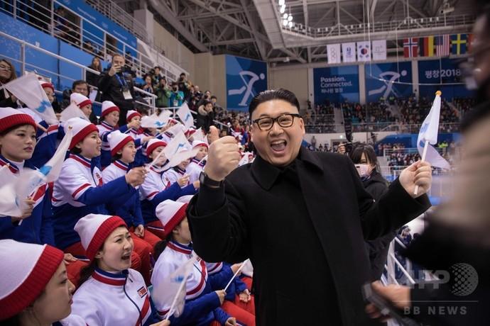 金正恩氏のそっくりさん、北朝鮮「美女応援団」に接近し退場に