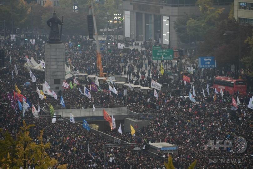 朴大統領の退陣求め大規模デモ 韓国ソウル