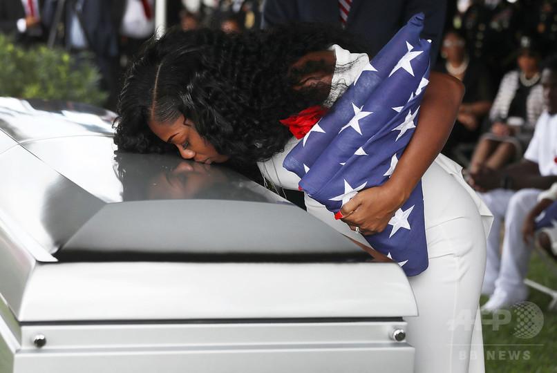 夫の名言えないトランプ氏に「怒り泣いた」 死亡米兵の妻が回想