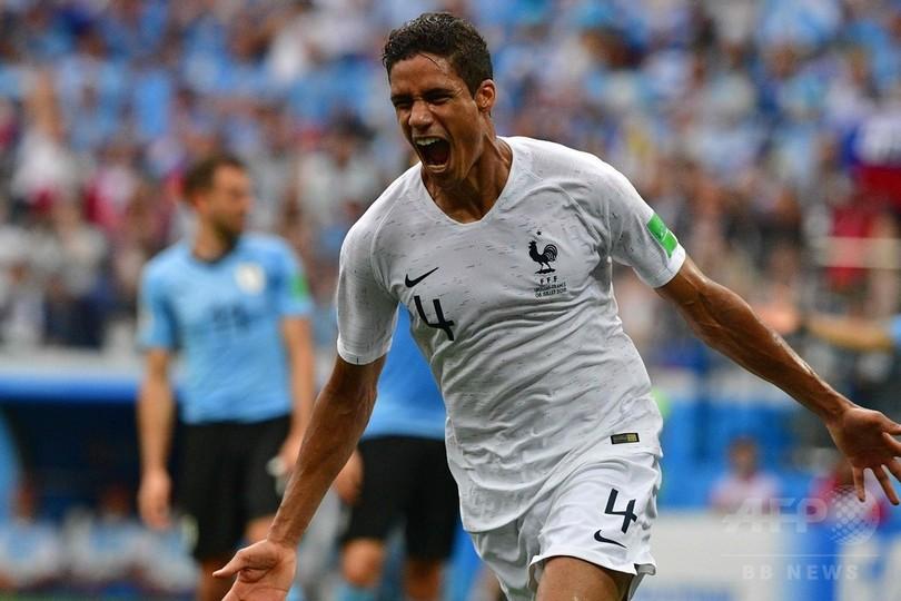 フランスがW杯4強、バランとグリーズマンの得点でウルグアイ撃破