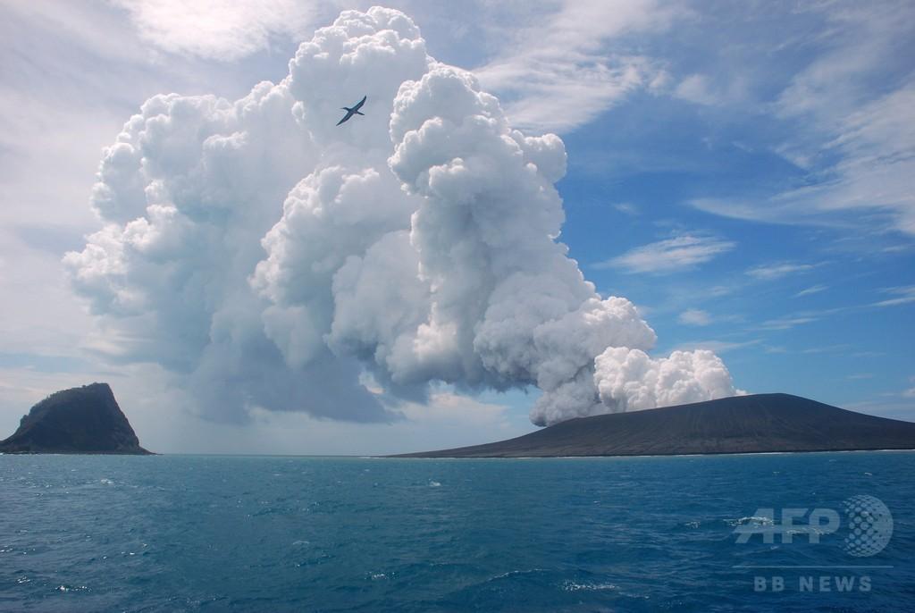 南太平洋のトンガ、火山噴火で島が出現