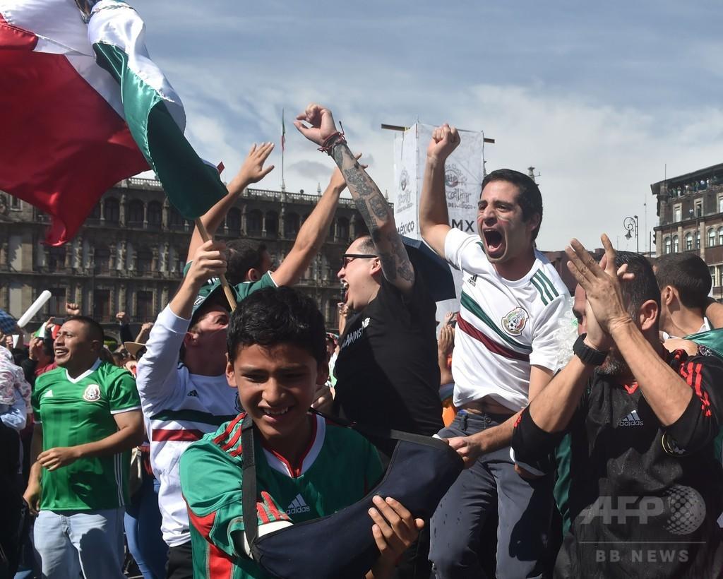 「ロサノを大統領に!」 ドイツ相手に金星のメキシコ、地元はお祭り騒ぎ