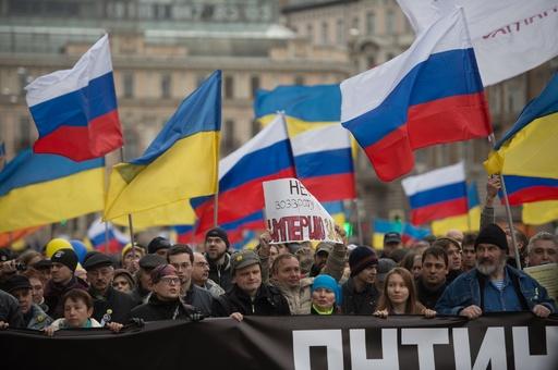 モスクワでクリミア介入への抗議デモ、5万人参加