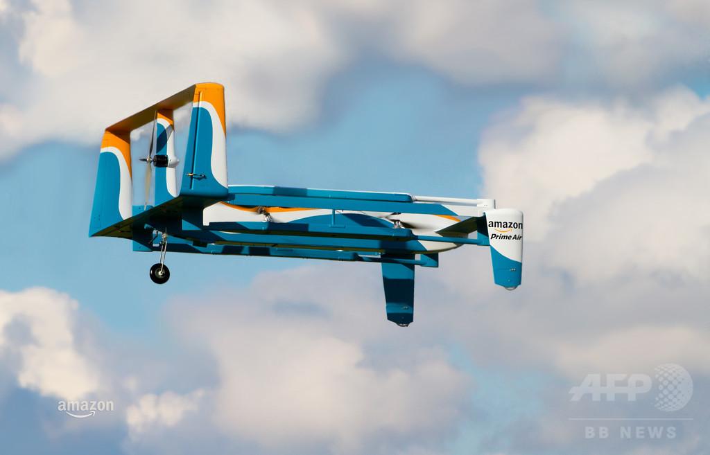 アマゾン、初のドローン配送を英国で実施 注文から13分で完了