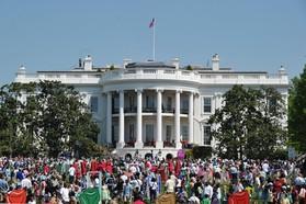 ホワイトハウスと気軽にチャット、米政府がボット公開