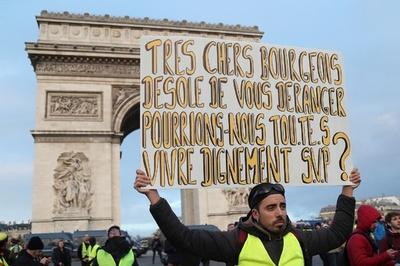 フランス「黄色いベスト」デモ、4週連続 機動隊と衝突 略奪も