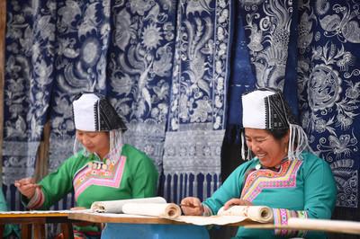 ミャオ族の村、ろうけつ染めで所得増図る 貴州省榕江県
