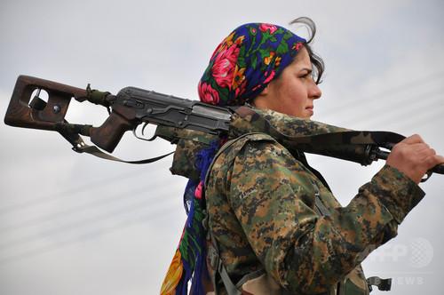 【AFP記者コラム】ISと戦う女性兵たちの正義と美と自由