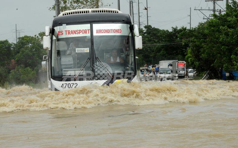 台風25号通過のフィリピン、道路などの復旧進む