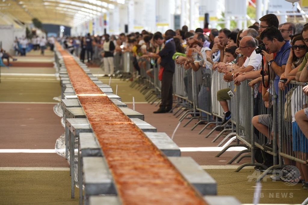 1.6キロの世界最長ピザ、ギネス認定 ミラノ万博