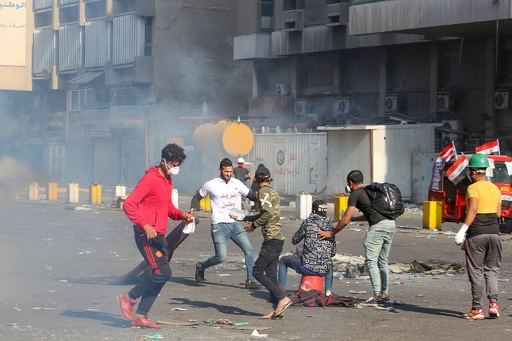 イラク反政府デモで3人死亡、週末の死者15人に 「大虐殺」に陥る恐れと人権団体