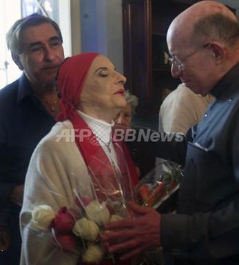 国際ニュース:AFPBB News初のキューバ人バレリーナ、アリシア・アロンソさん 87回目の誕生日を迎える