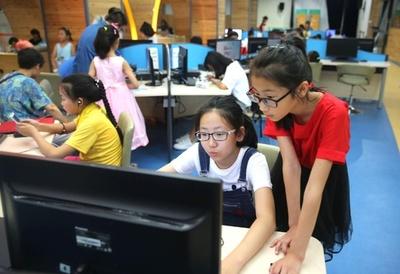 中国の小中学生、スマートフォン所持率は7割 日本、米国より高く