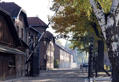 アウシュビッツ虐殺に関与か、88~94歳の男3人を拘束 ドイツ
