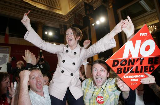 アイルランド国民投票、リスボン条約を否決
