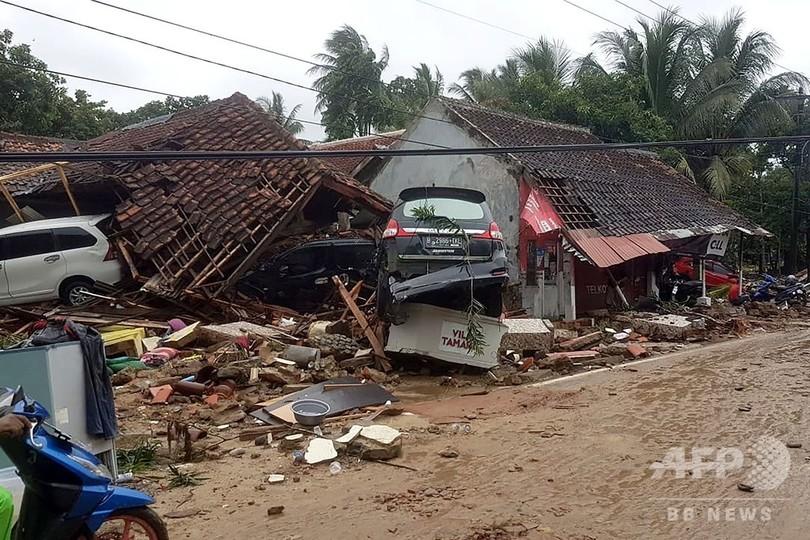 インドネシアの津波、絶滅危惧のインドライオン3頭、丸の内にサンタが大集結、東京地裁、四川省瓦山湖ダム
