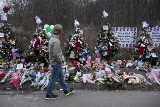 米学校銃乱射、今度は犠牲者の父親が自殺