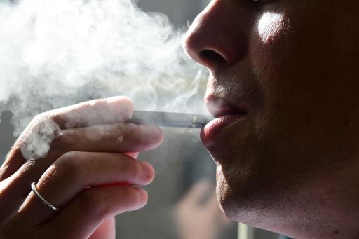 インド、電子たばこを禁止 巨大な潜在市場からメーカー閉め出し
