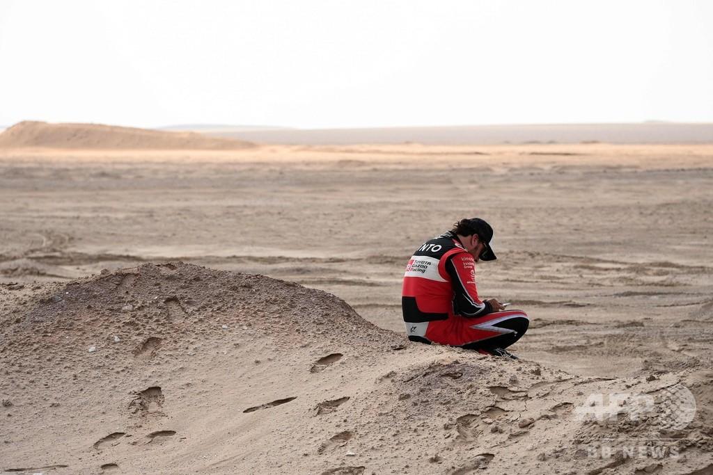 【今日のダカールラリー】横転のアロンソは大幅な遅れ、サインツがリード広げる
